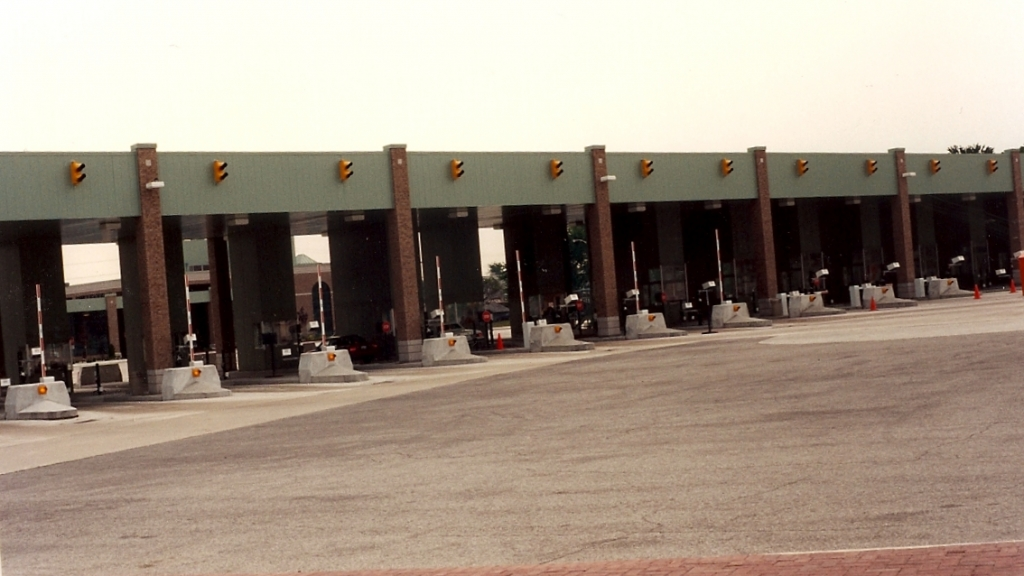 1993, First installation at Canadian border